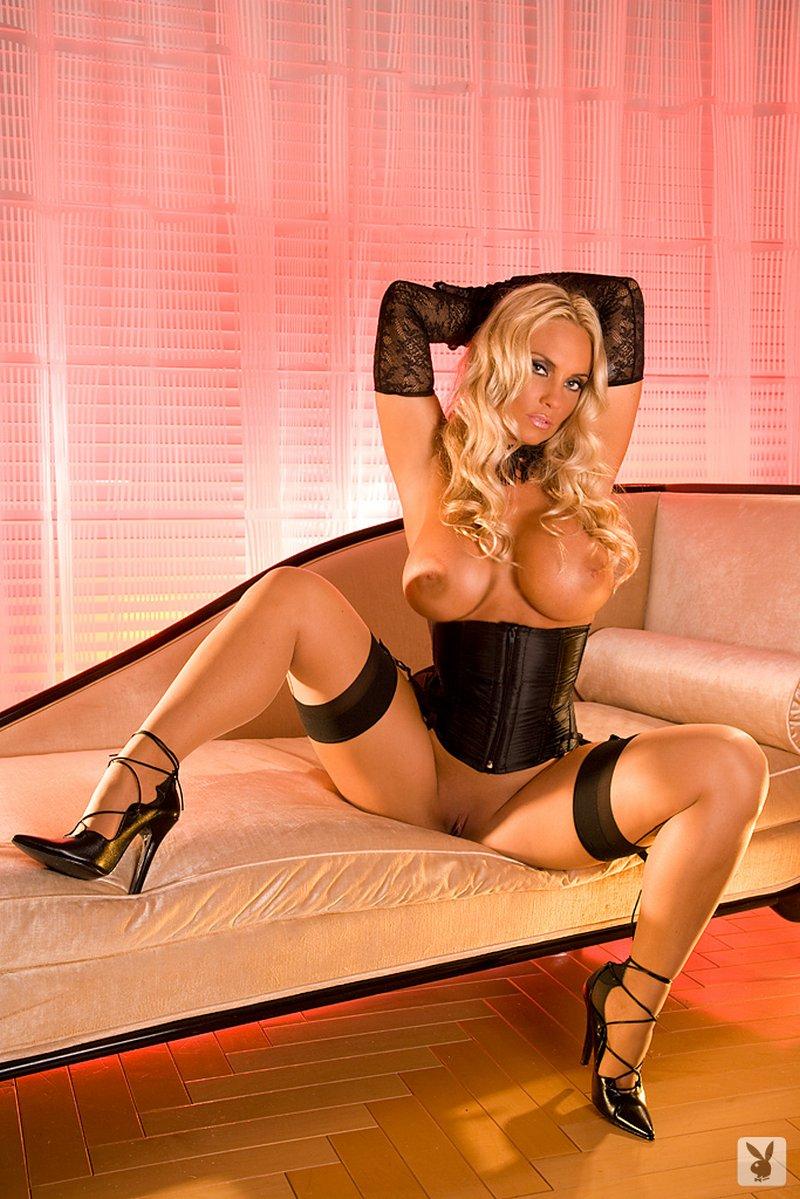 amateur wife posing nude gifs