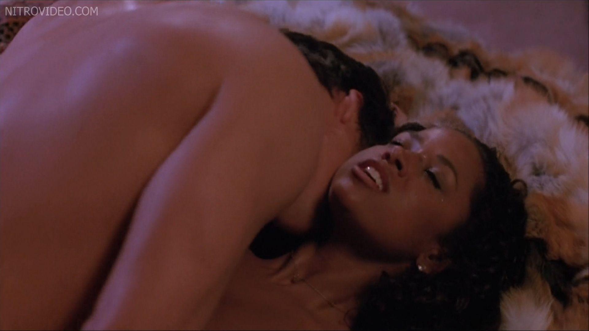 pamela anderson lesbian kiss